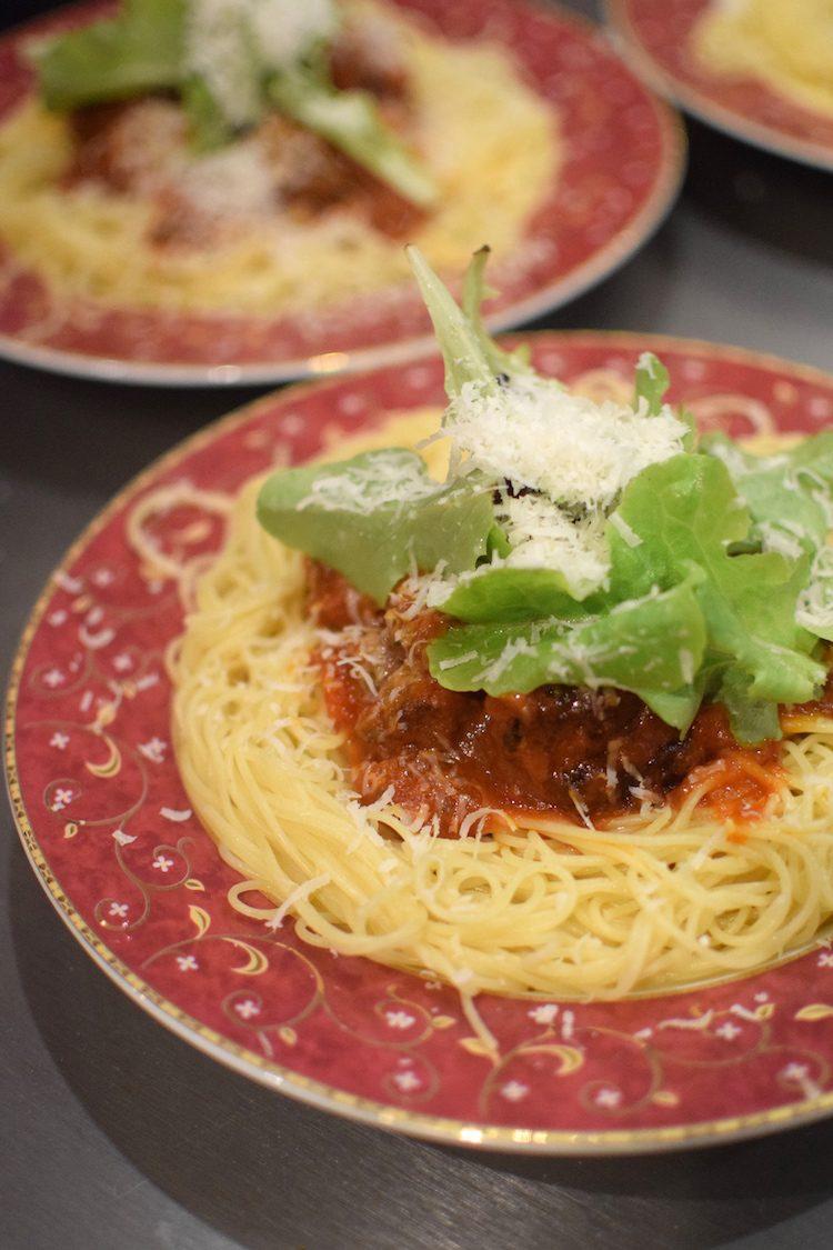 Les spaghettis bolognaise servies comme à Langkawi  | LovaLinda | Blog Cuisine Recettes Plat | Photographie