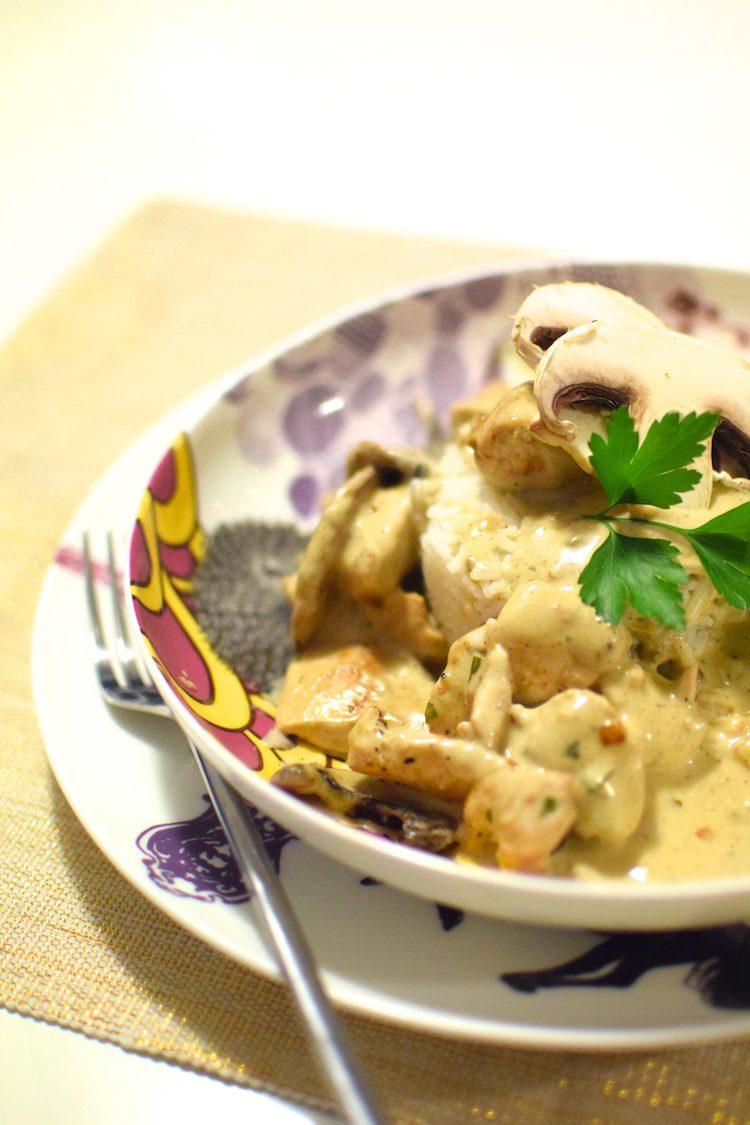 L'escalope poulet crème champignons servi avec du riz | LovaLinda | Blog Cuisine Recettes Plat | Photographie