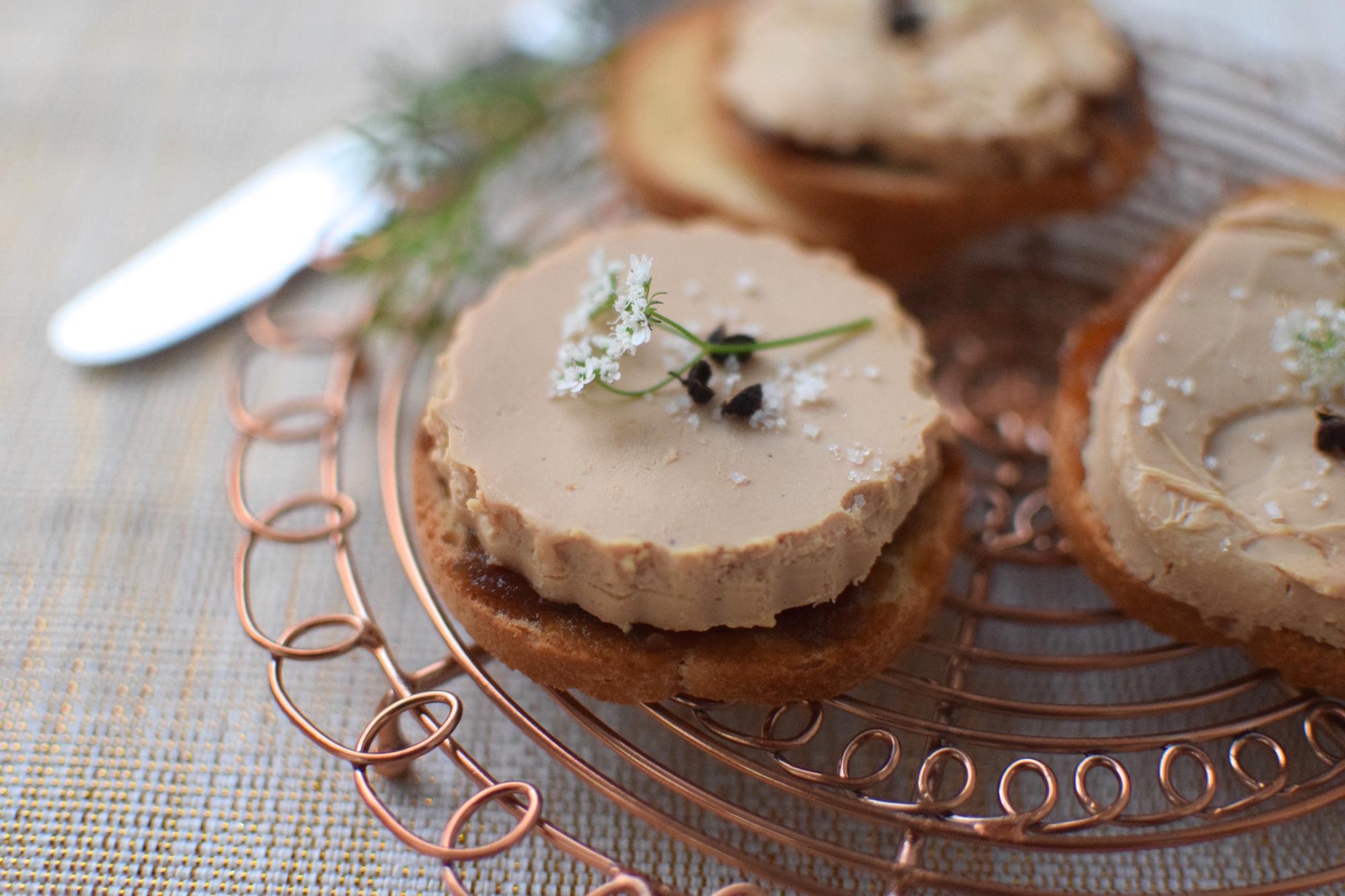 Le foie gras sur oignons | LovaLinda | Blog Cuisine Recettes Briouates Apéritif | Recettes de Fêtes