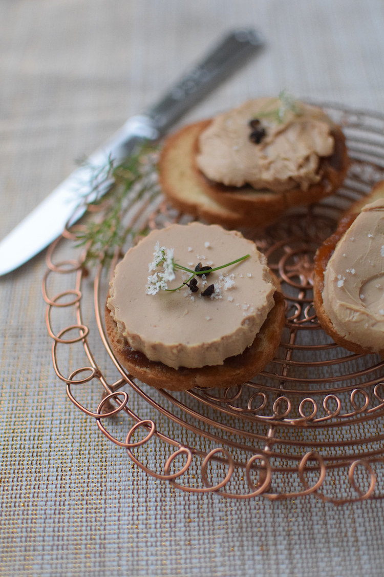 Le foie gras sur oignons | Recettes de Fêtes | LovaLinda | Blog Cuisine Recettes Briouates Apéritif