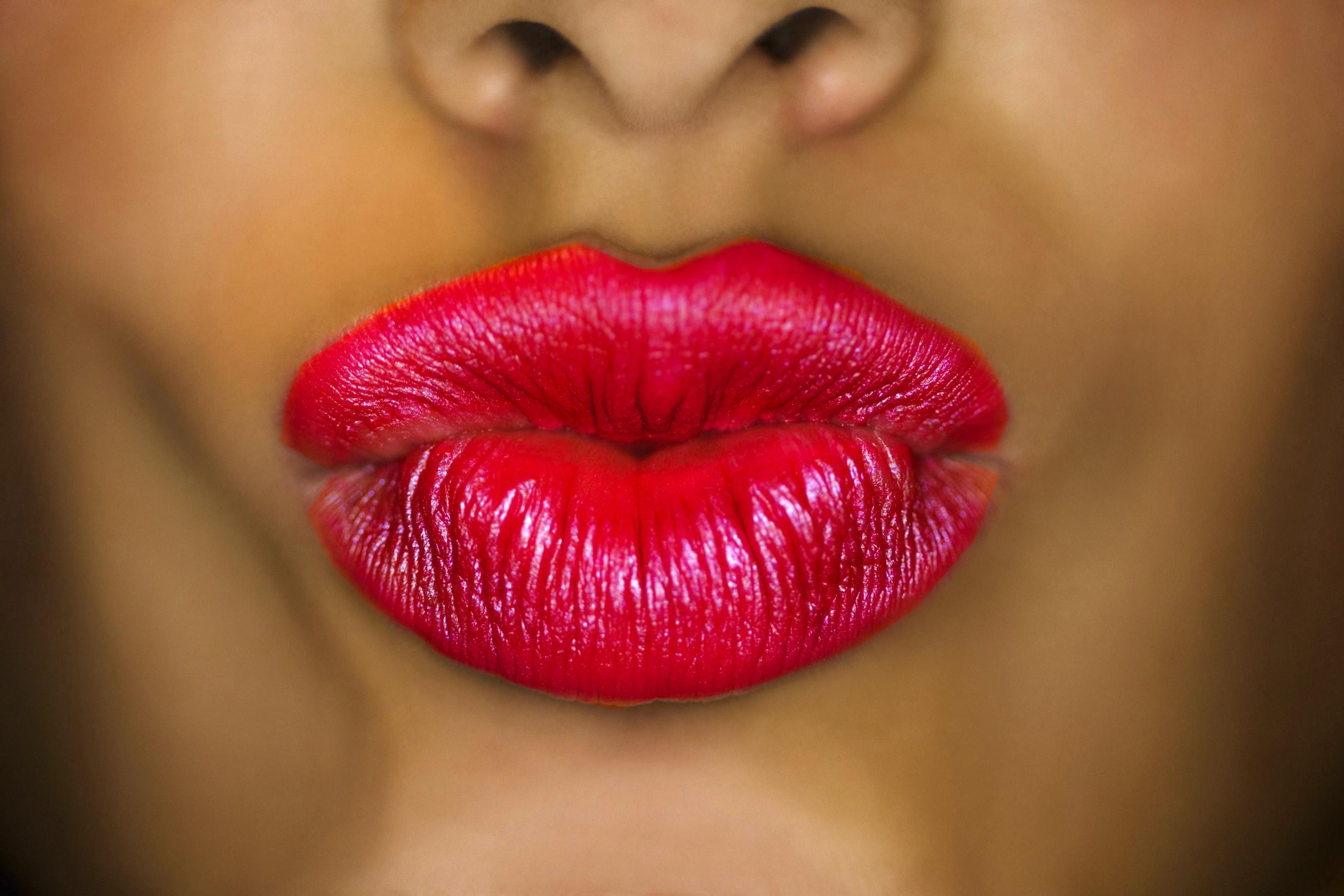 La bouche rouge toujours lovalinda - La femme a la bouche fendue ...