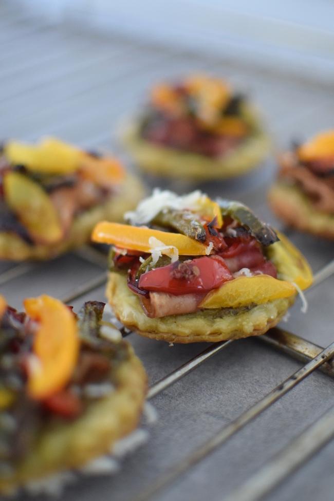 Les tartelettes aux poivrons et bacon | LovaLinda | Blog Cuisine Recettes Apéritif | Recettes de Fêtes