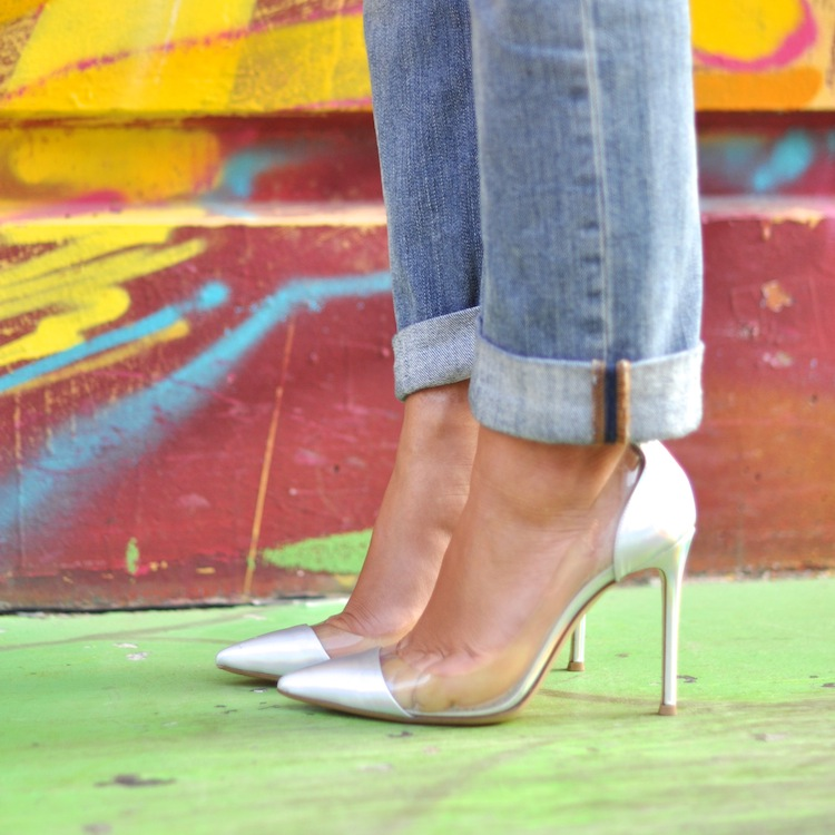Lovalinda ⎪L'orange néon ⎪Boyfriend jeans Gucci x Metallic leather and PVC pumps Gianvito Rossi