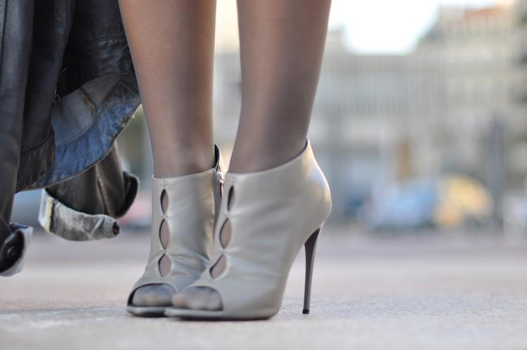 LovaLinda ⎪Simplicité Cinétique - Tara Jarmon Dress x Giuseppe Zanotti Ankle Boots x Zara Denim Jacket