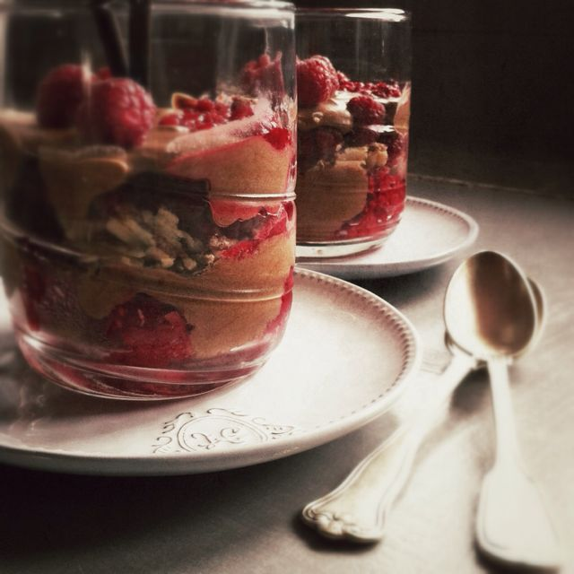 La Mousse au chocolat, framboises et Paille d'or par Julia Vale M