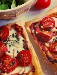 La tarte fine tomates mozza