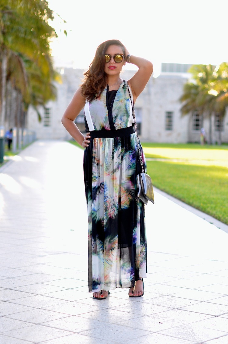 La vahiné de South Beach - LovaLinda x Sandro Sac Addict Robe Raphael x Sandales Chrysso Ancient Greek Sandals