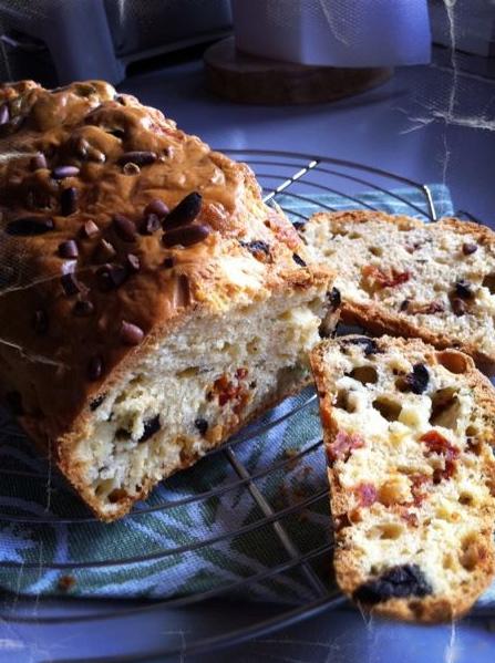 Le cake tomates séchées et mozza by Julia Vale M