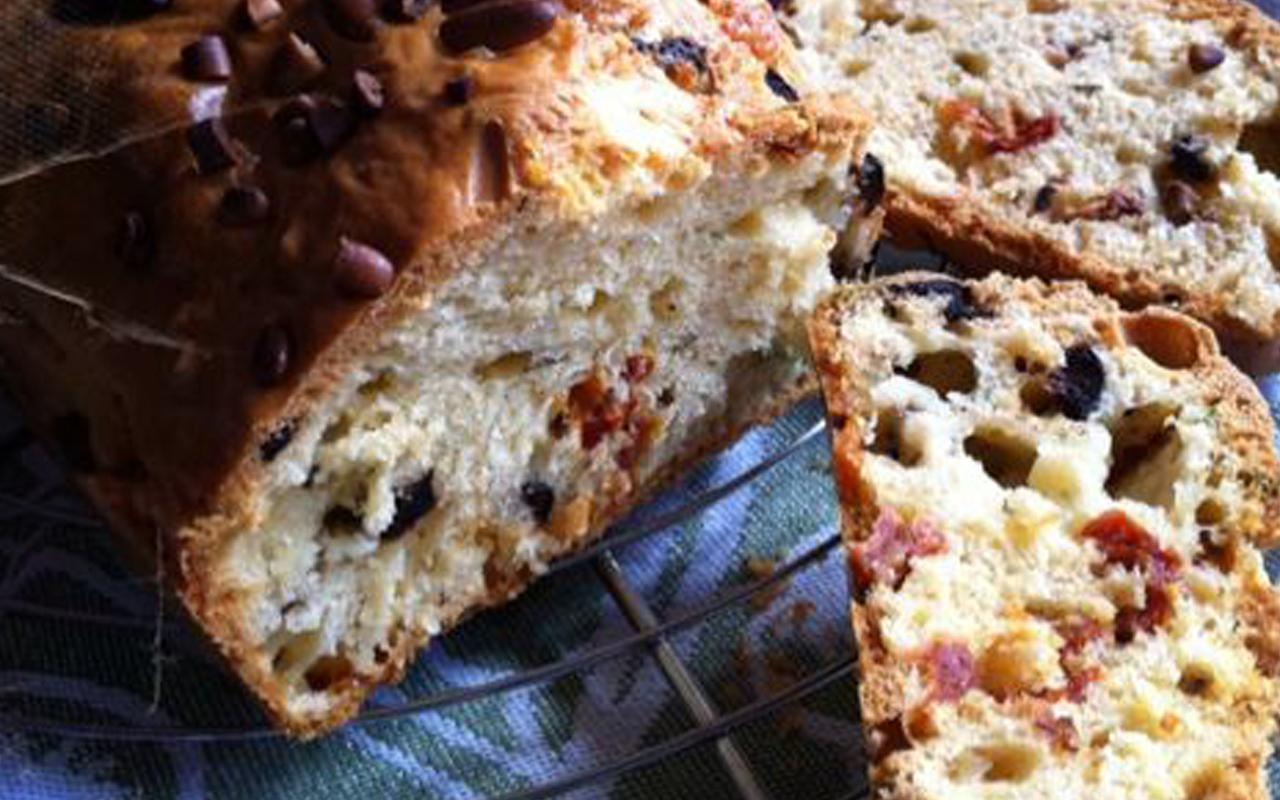 Le cake tomates séchées et mozza