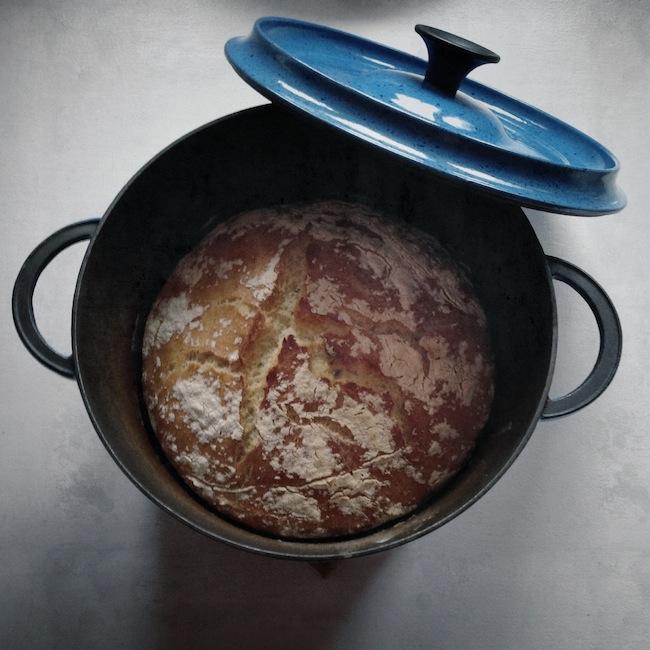 Le pain en cocotte by Julia Vale M pour LovaLinda