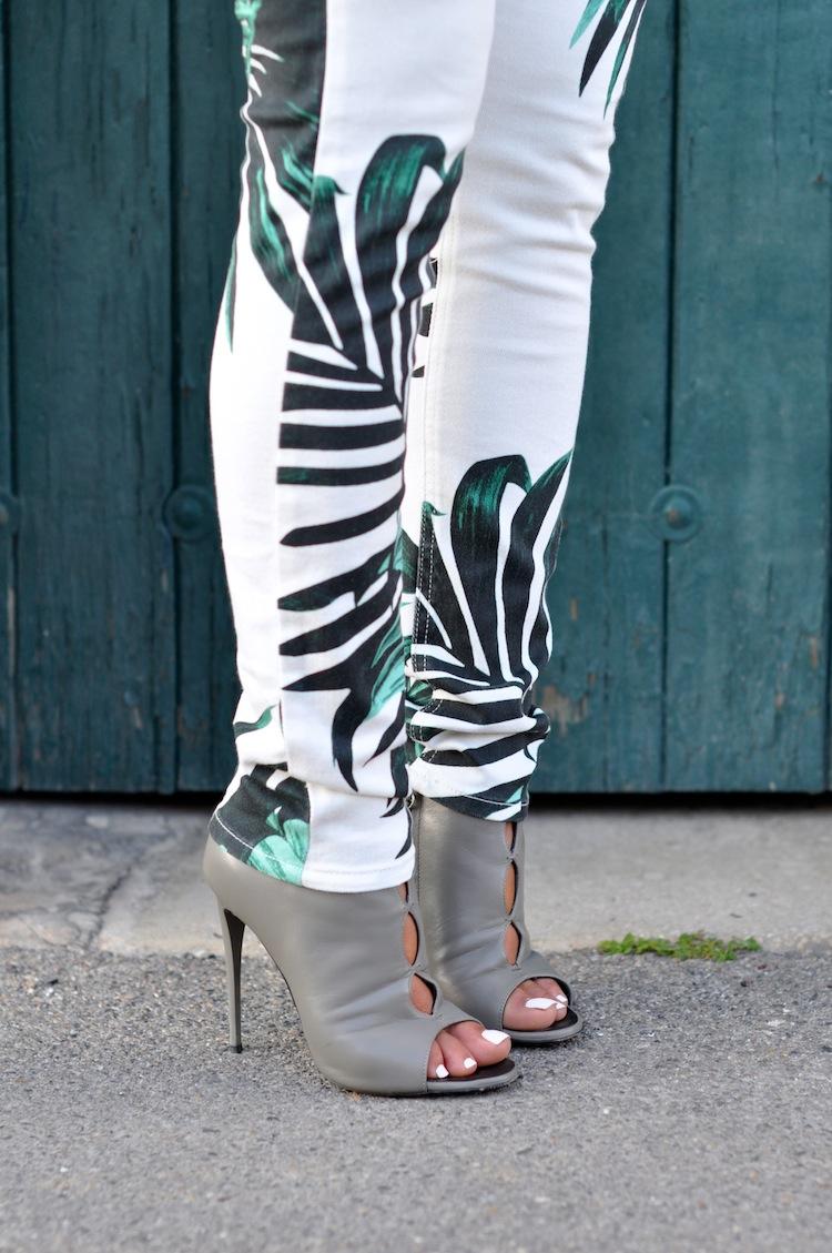 Lush Life - LovaLinda - American Retro Palm Pants in Print Palm x Giuseppe Zanotti Sandals