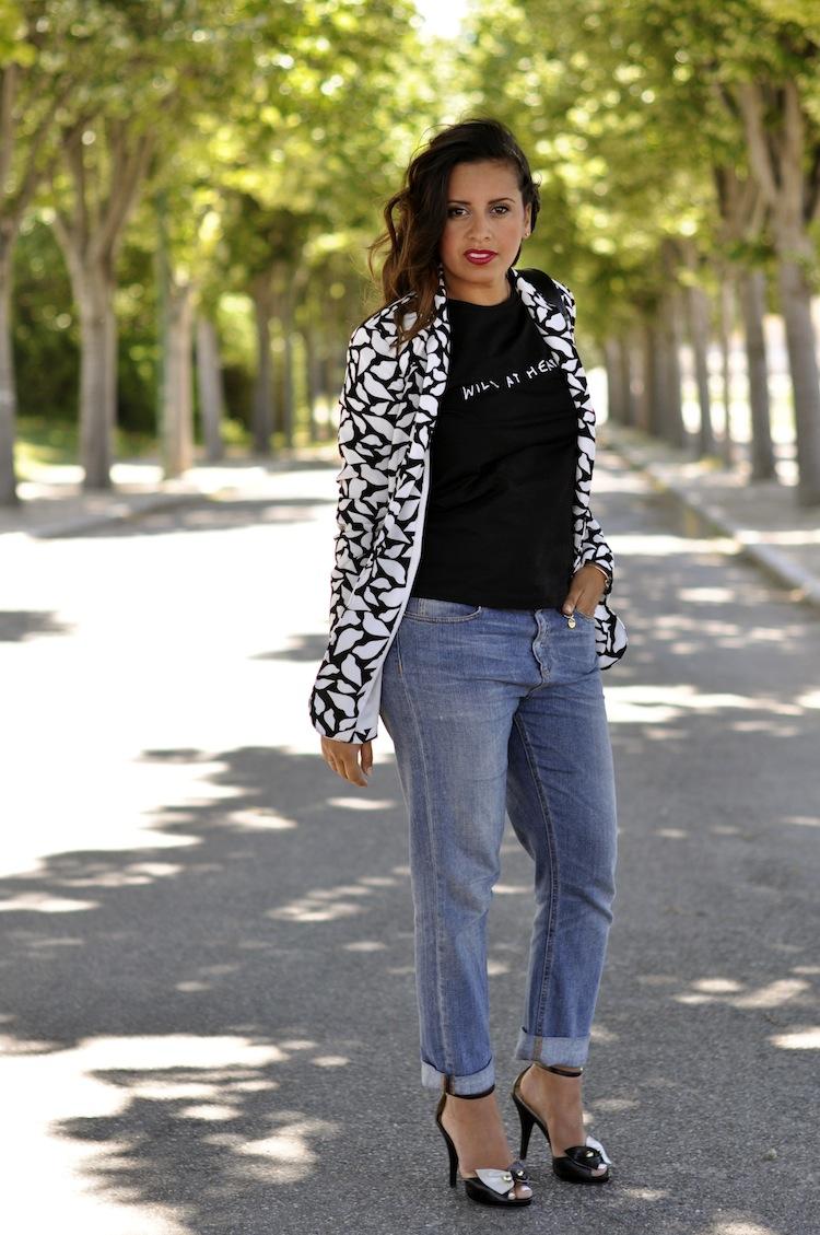 Lulu & Coeurs Sauvages - LovaLinda - Wild at heart T-shirt - Lulu&Co x Vint lips-print blazer - DVT x Boyfriend Jeans - Gucci x Headband - Asos x Sandals Bow - Marc by Marc Jacobs