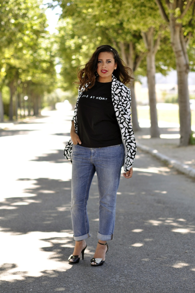 Lulu & Coeurs Sauvages - LovaLinda - Wild at heart T-shirt - Lulu&Co x Vint lips-print blazer - DVT x Boyfriend Jeans - Gucci x Sandals Bow - Marc by Marc Jacobs