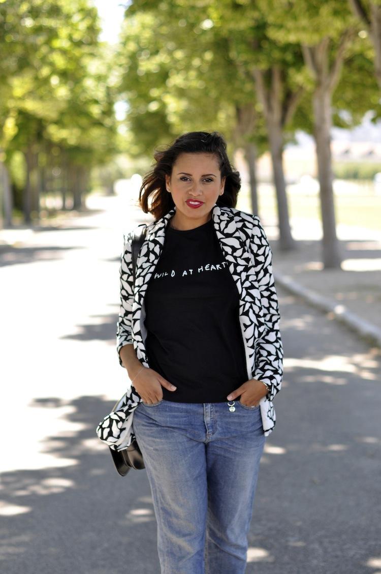 Lulu & Coeurs Sauvages - LovaLinda - Wild at heart T-shirt - Lulu&Co x Vint lips-print blazer - DVT x Boyfriend Jeans - Gucci