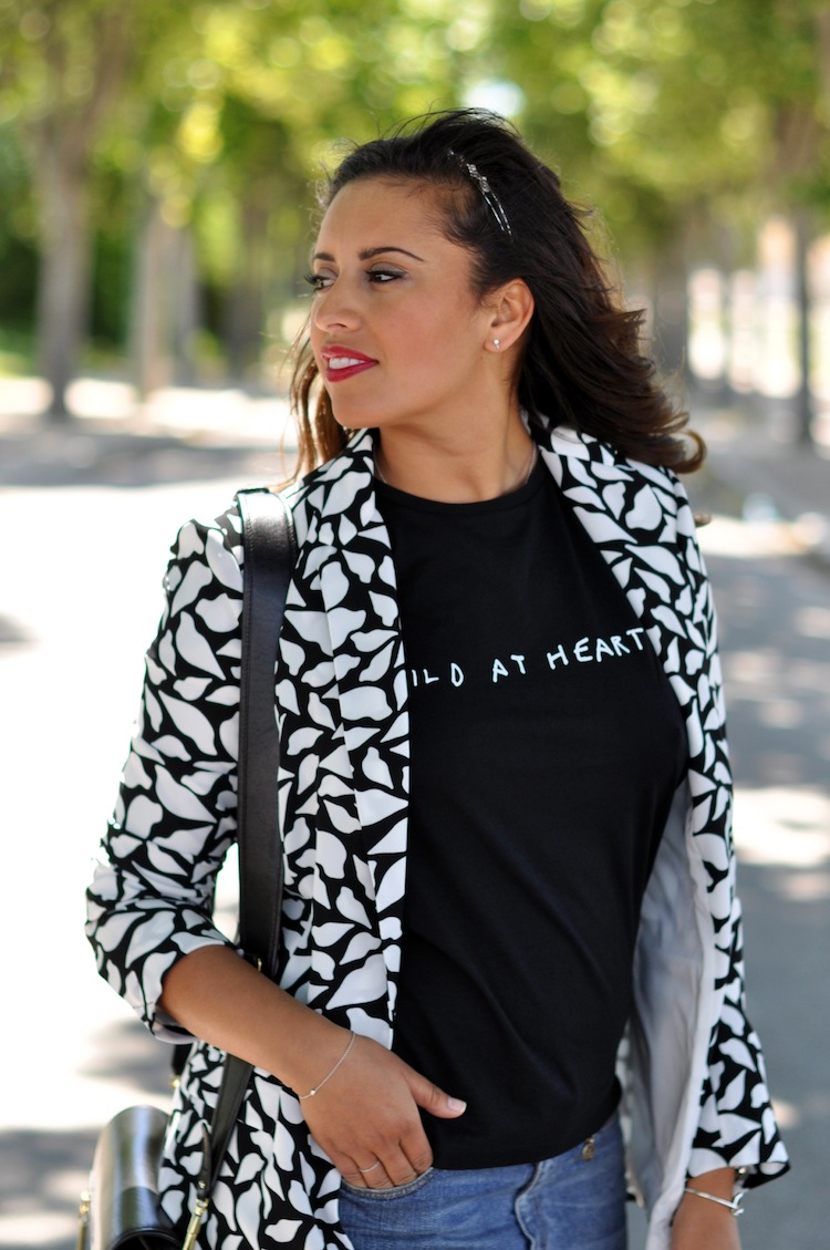 Lulu & Coeurs Sauvages - LovaLinda - Wild at heart T-shirt - Lulu&Co x Vint lips-print blazer - DVT