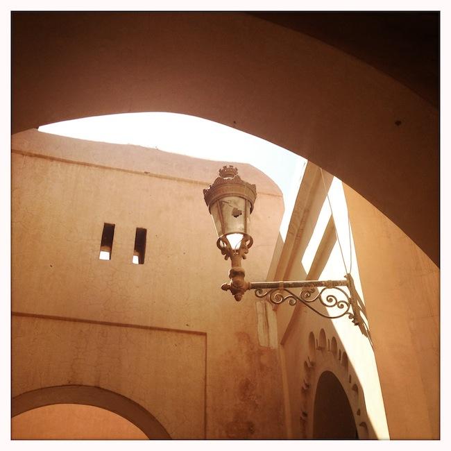 Les mille et une nuits à Marrakech | Lovalinda x Medina x Lampadaire