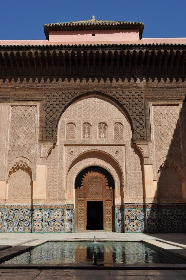 Les mille et une nuits à Marrakech | Lovalinda x Medina x Medersa Ben Youssef Entrée