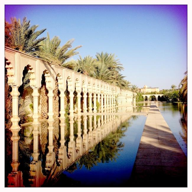 Les milles et une nuits à Marrakech | LovaLinda x Palais Namaskar x Legs x Bassin