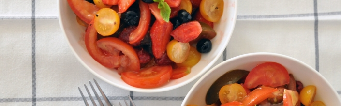 La salade de tomates aux fruits rouges