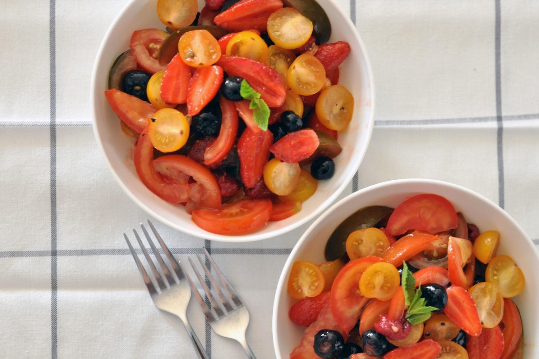 la salade de tomates aux fruits rouges lovalinda. Black Bedroom Furniture Sets. Home Design Ideas