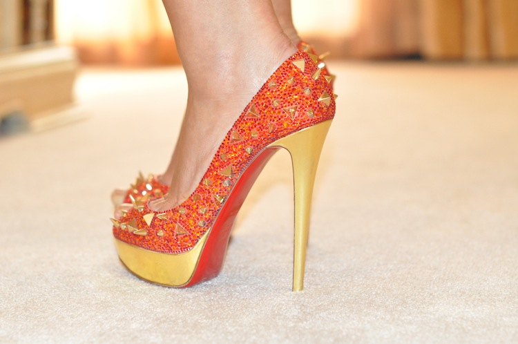 Le bandage se couvre d'or |StreetLook LovaLinda x Louboutin