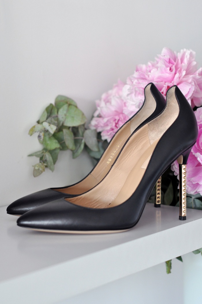 Le classique escarpin | LovaLinda x Valentino x Metallic Heel Pumps