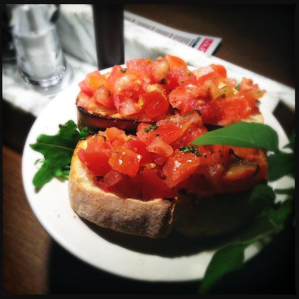 Le VaPiano Marseille | LovaLinda x Entrée Bruschetta Tomates