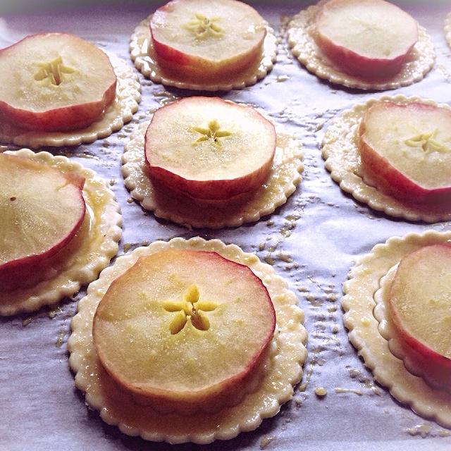 Les tartelettes aux pommes par Julia Vale M | Lovalinda