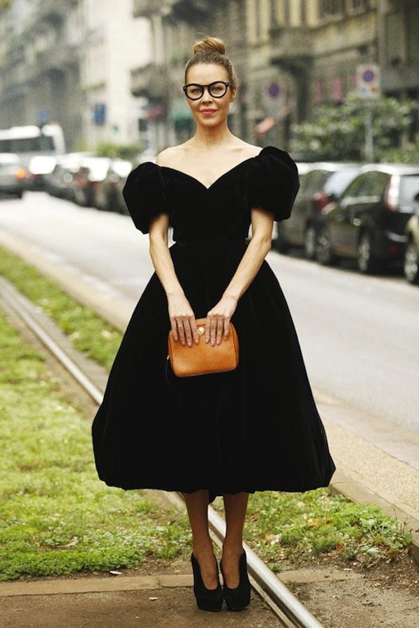 La petite robe noire | LovaLinda x Stockholm Street-style x Ulyana Sergeenko x Dolce & Gabbana big black velvet dress sept 2012