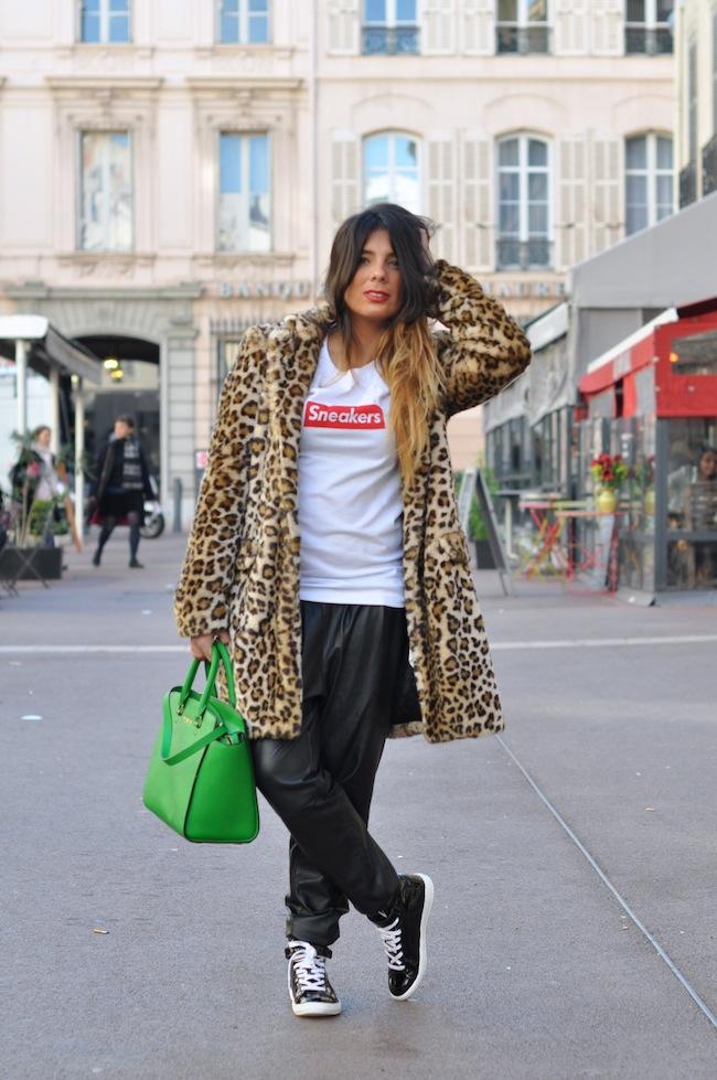 Le léopard se met au vert | LovaLinda x StreetStyle x Zara Leopard Coat x Sneakers Tee x Mango Baggy Leather x Michael Kors Selma Bag x Pierre Hardy Sneakers