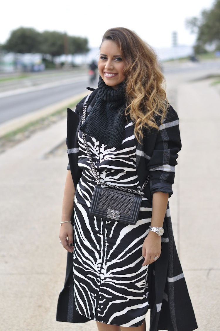 Le zébré zélé | LovaLinda x Carven black and white zebra-print organza-silk skirt x Carven black and white zebra-print organza-silk top x Chanel Boy Bag x Asos Mono Check Longline Wrap Coat x Asos Roll Neck Tabard x Asos Jewel Ear Cuff