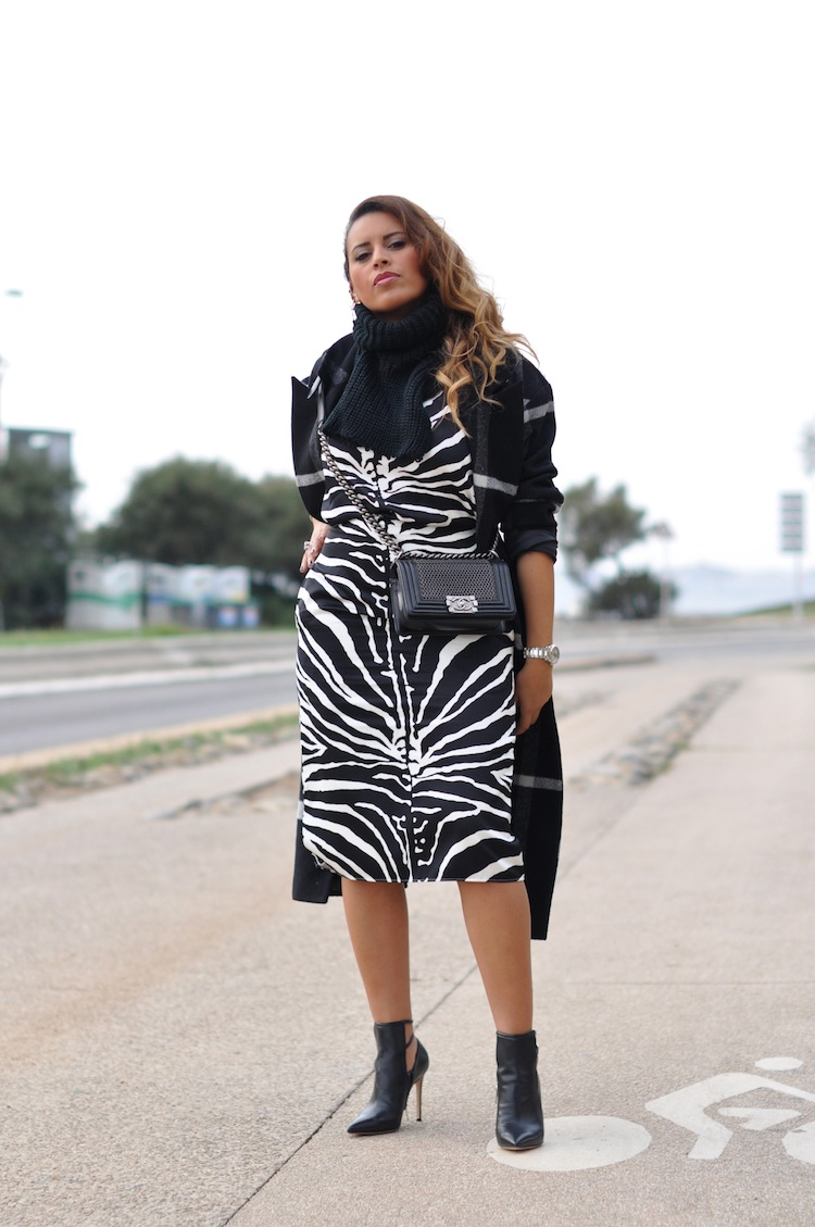 Le zébré zélé | LovaLinda x Carven black and white zebra-print organza-silk skirt x Carven black and white zebra-print organza-silk top x Chanel Boy Bag x Asos Mono Check Longline Wrap Coat x Gianvito Rossi Double-Strap Ankle Boots x Asos Tabard