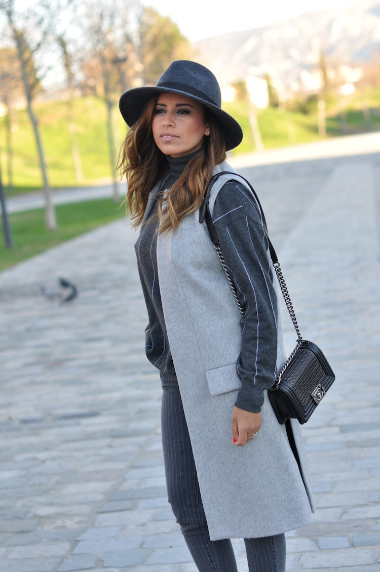 L'atout gris | LovaLinda x Blog Mode Look Marseille x French Connection Hat x Zara Jacket x Stella McCartney Turtleneck Sweaters x Chanel Boy x Stella McCartney Jeans