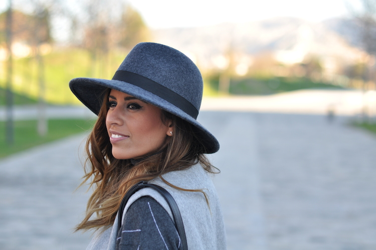 L'atout gris   LovaLinda x Blog Mode Look Marseille x French Connection Hat x Zara Jacket x Stella McCartney Turtleneck Sweaters