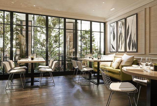 Le Lulli au Grand Hôtel du Palais Royal | Par LuckyLex pour LovaLinda | Salle Restaurant