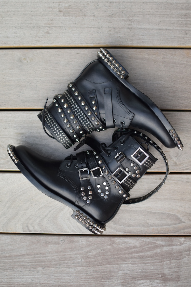 Les rangers derniere | LovaLinda x Saint-Laurent x Rangers studded leather ankle boots
