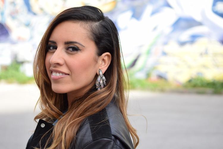Le détail de taille | LovaLinda x Blog Mode Marseille Lookbook x Perfecto Balenciaga x Boucles d'oreilles Elizabeth Cole