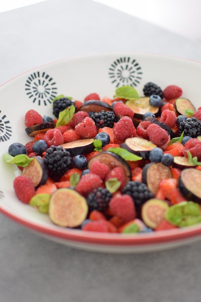 La salade de fruits rouges et noirs | LovaLinda x Blog Cuisine Recette