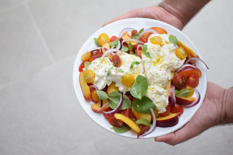 La salade de pêches, tomates et mozzarella | LovaLinda