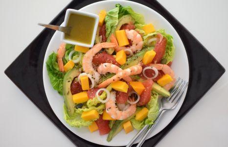 La salade fruitée aux crevettes