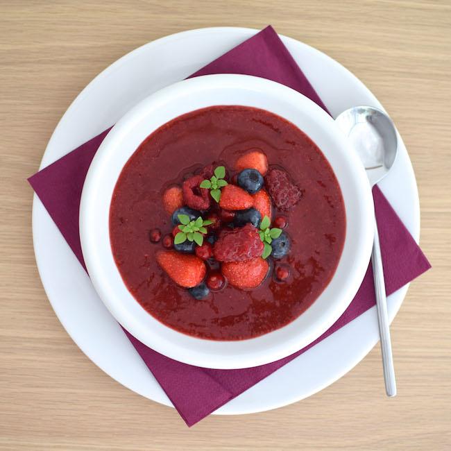 La soupe de fruits rouges au basilic | LovaLinda x Blog Photo Cuisine x Recettes x Ramadan 2014