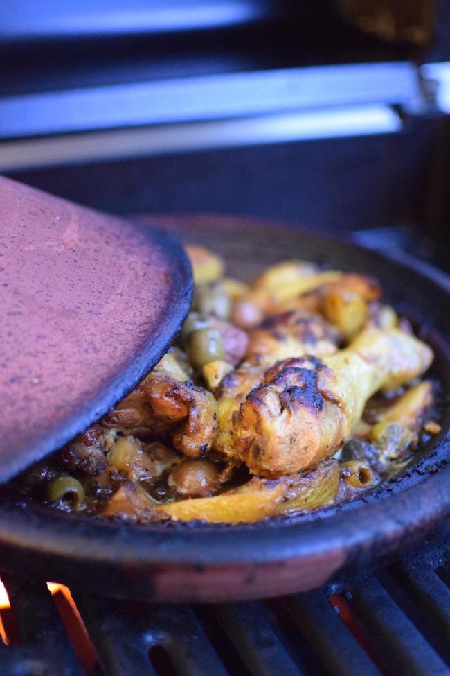 Le poulet aux citron confit, pommes de terre et olives | LovaLinda x Tajine en terre cuite x Blog Cuisine Photo x Recette Ramadan 2014