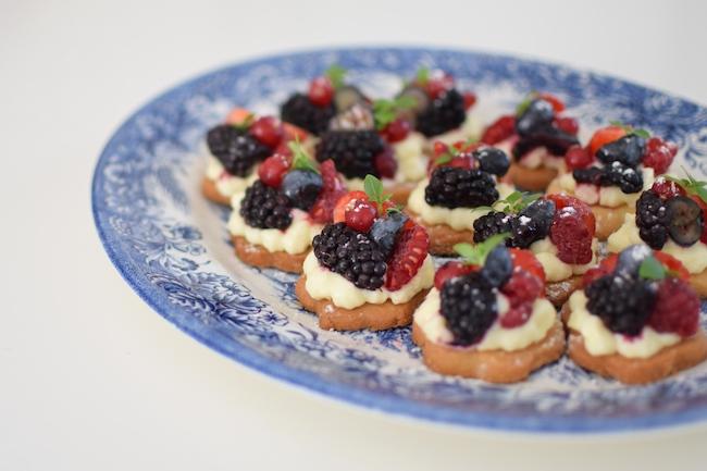 Les sablés tartelettes aux fruits | LovaLinda x Robot Artisan Classic Kitchenaid x Pâte sablée x Chantilly x Mascarpone x Fruits rouges et noirs