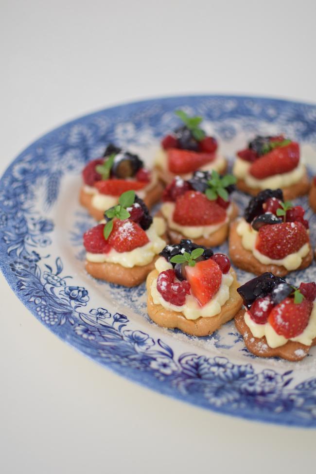 Les sablés tartelettes aux fruits | LovaLinda x Robot Artisan Classic Kitchenaid x Pâte sablée x Mascarpone x Fruits rouges et noirs