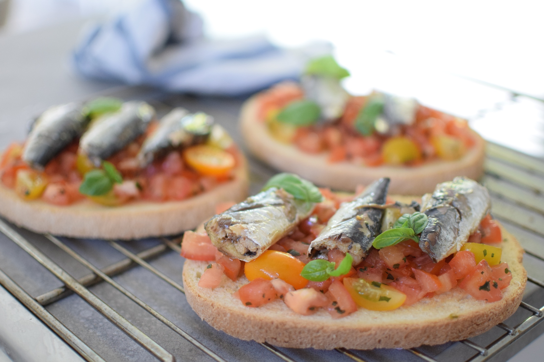 les bruschetta sardines et tomates lovalinda. Black Bedroom Furniture Sets. Home Design Ideas
