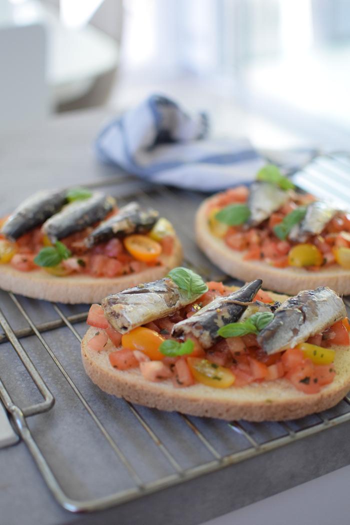 La bruschetta sardines et tomates | LovaLinda x Blog Cuisine Marseille
