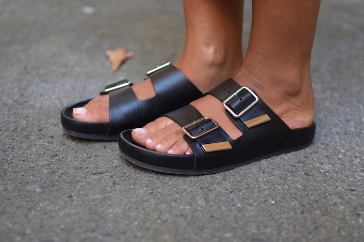 Le monochrome de mi-saison | Blog Mode Marseille |LovaLinda | Givenchy Flats