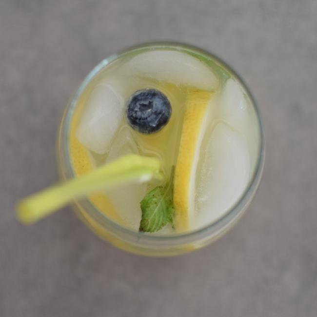 L'eau detox myrtilles gingembre menthe et citron | LovaLinda | Blog Cuisine Marseille