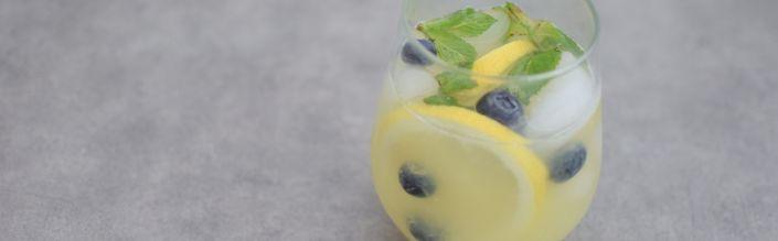 L'eau detox myrtilles et gingembre