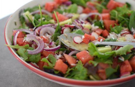 La salade de riz, thon et pastèque